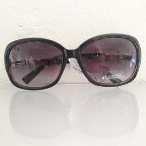 NWT ROCAWEAR SUNGLASSES WITH RHINESTONES